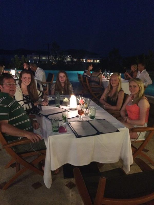 Dinner time by the pool!  Photo credits @Rachel Cundy
