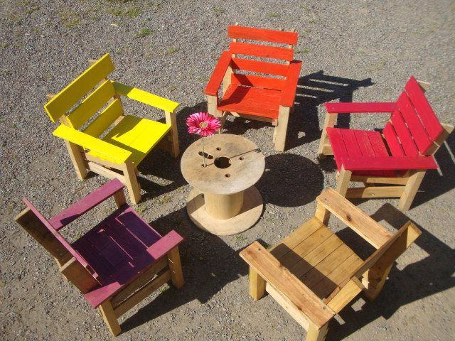 Childrens' futrniture from pallets and a cable reel