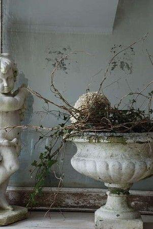 Cherubin & vase en terre