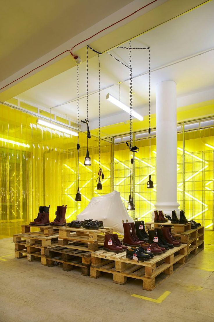 Pop-up shopping: Campaign for Dr Marten's #shop #shoes #interior