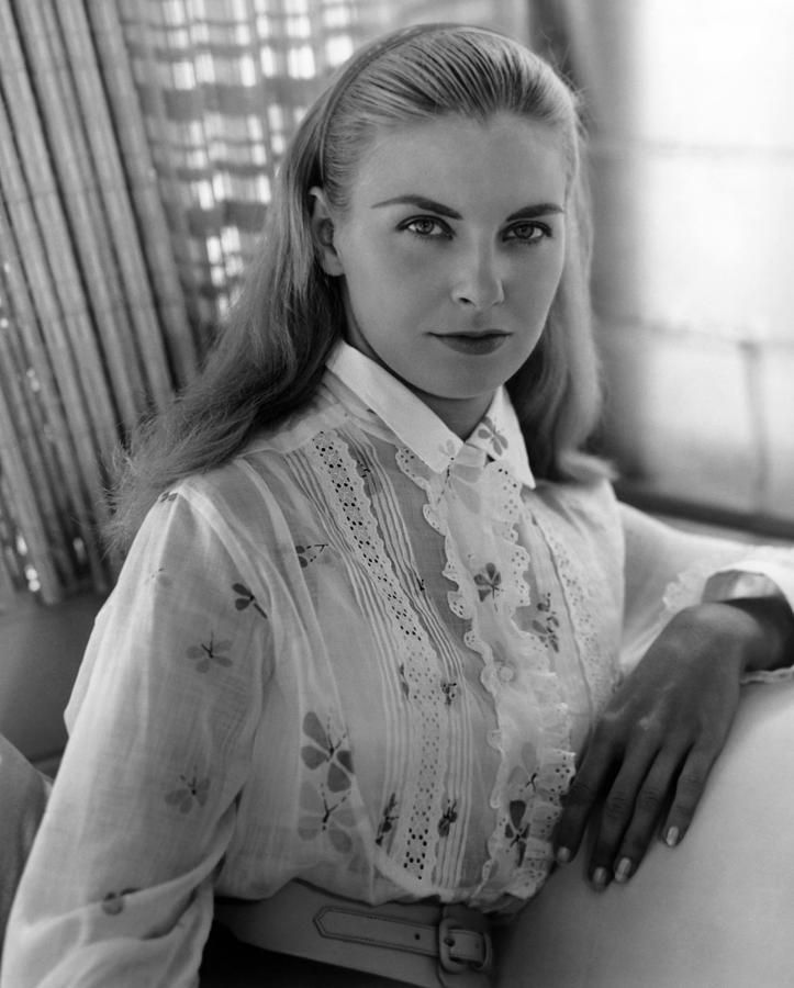 Joanne Woodward - never overdid her look, which was a mostly natural, approachable beauty. Next to husband Paul Newman's striking good looks, they made a handsome pair!