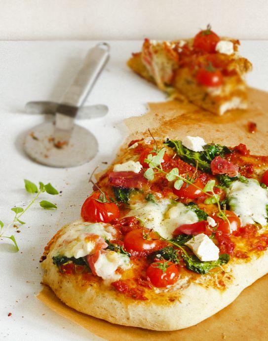 burczymiwbrzuchu: Pizza ze szpinakiem, szynką i pesto rosso