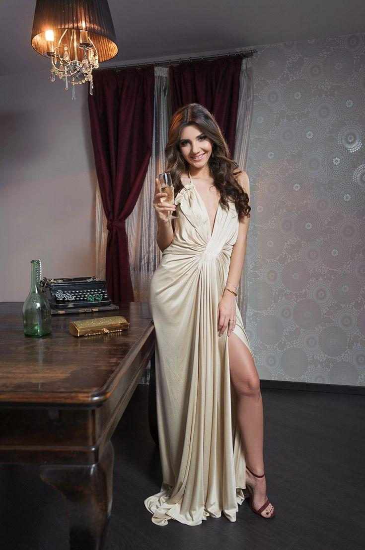 Larisa Costea intr-o rochie Roberto Cavalli: http://www.dressbox.ro/rochii/roberto-cavalli-rc04.html