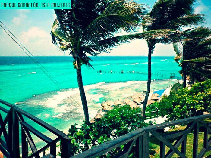 Existe un lugar en la Tierra para meditar, soñar, descansar, sentir: Parque Garrafón, un paraíso terrenal de arrecifes y acantilados frente a las aguas turquesas del Caribe Mexicano.  Es conocido alrededor por sus increíbles actividades recreativas como snorkel, kayak y excursiones en acantilados. (Foto G+: Patricia Bañuelos)