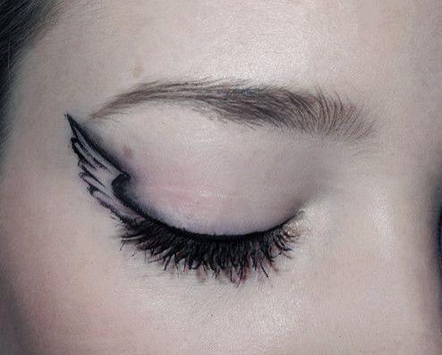 """""""winged"""" eyeliner"""