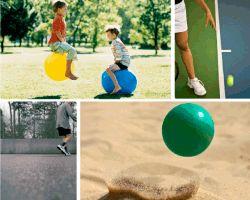 Apensar pelotas. Niños saltando con pelotas. Tenis. Cancha gris. Pelota verde en arena.Aquí tienes la solución que buscabas. ¡Que disfrutes!