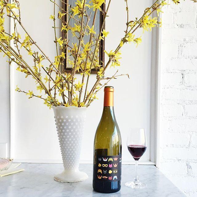 Pouring this charmer by Fabien Jouves tonight. Cabernet Franc + Côt =  #fabienjouves #vinnaturel #naturalwine Brunette Wine Bar Kingston, NY