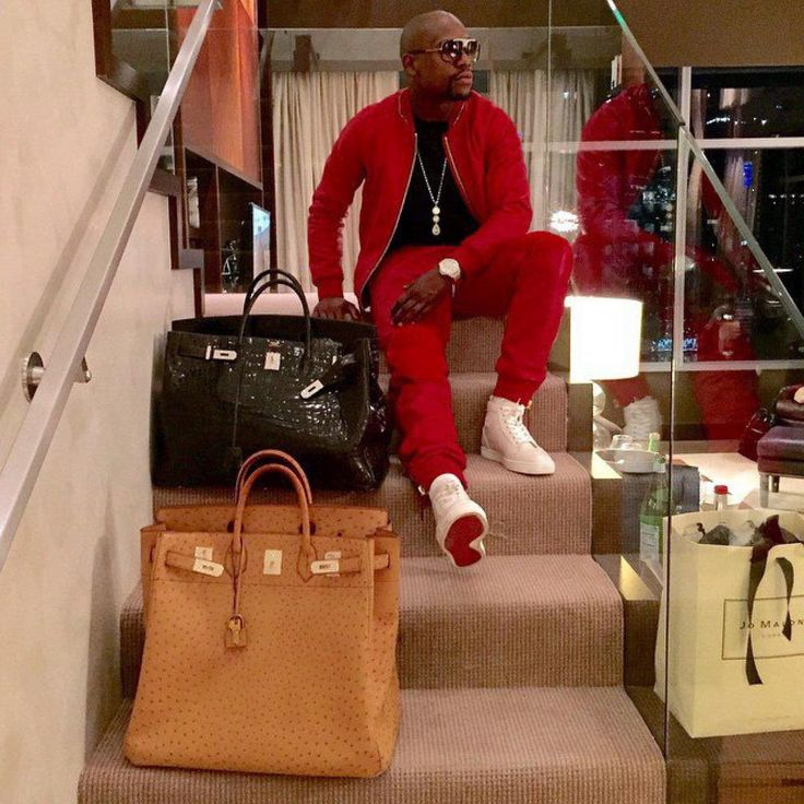 3dfd2007851 Floyd Mayweather poses with his Hermes Birkin bags - Photos - Inside the  luxurious life of Floyd Mayweather on social media