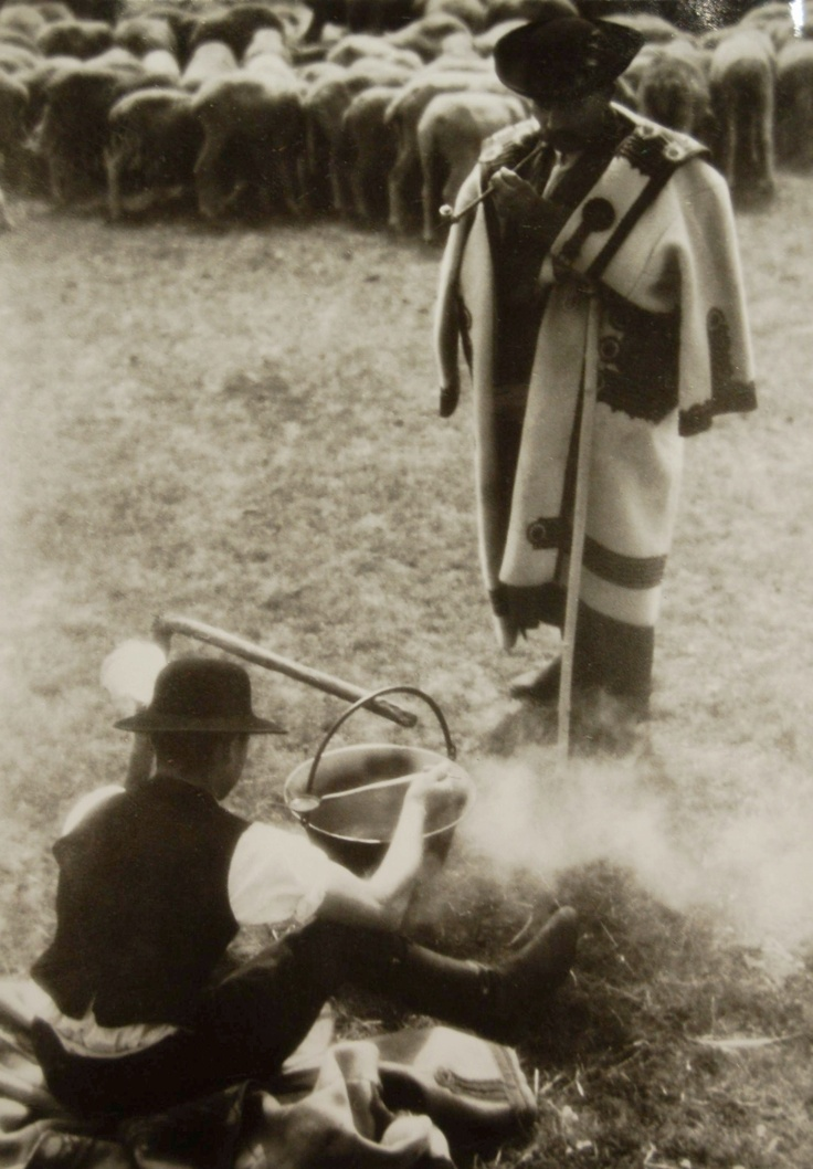 Ferenc Aszmann's photo: Goulash in cauldron, Hortobágy, Hungary 1937