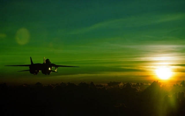 military-jet-fighter-at-sun-rise-0-w640.jpg (640×400)