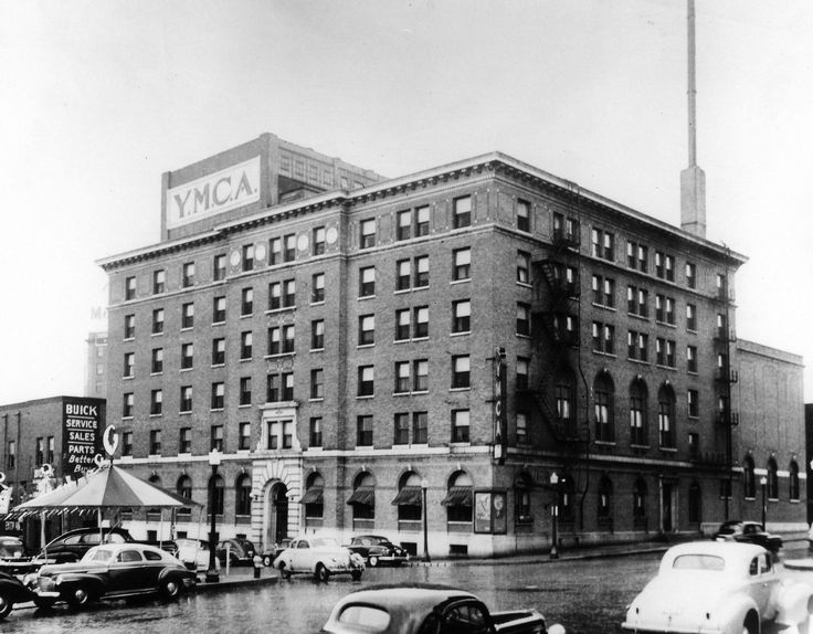 The Building Located At 524 Fourth St Was Built In 1912 As Des Moines Original Ymca The