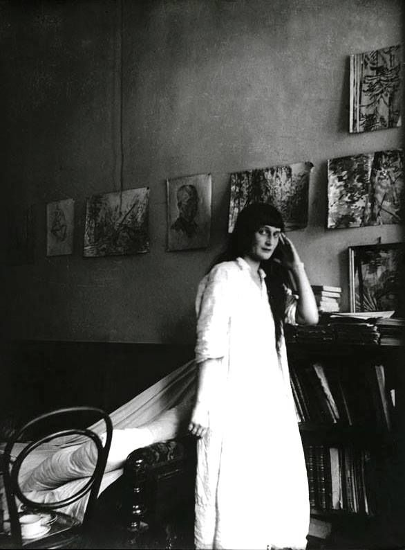 Anna Akhmatova in Fountain House, Leningrad, 1925. Photo: N. Punin. Picture from the collection of Anna Akhmatova Museum in Fountain House, St. Petersburg