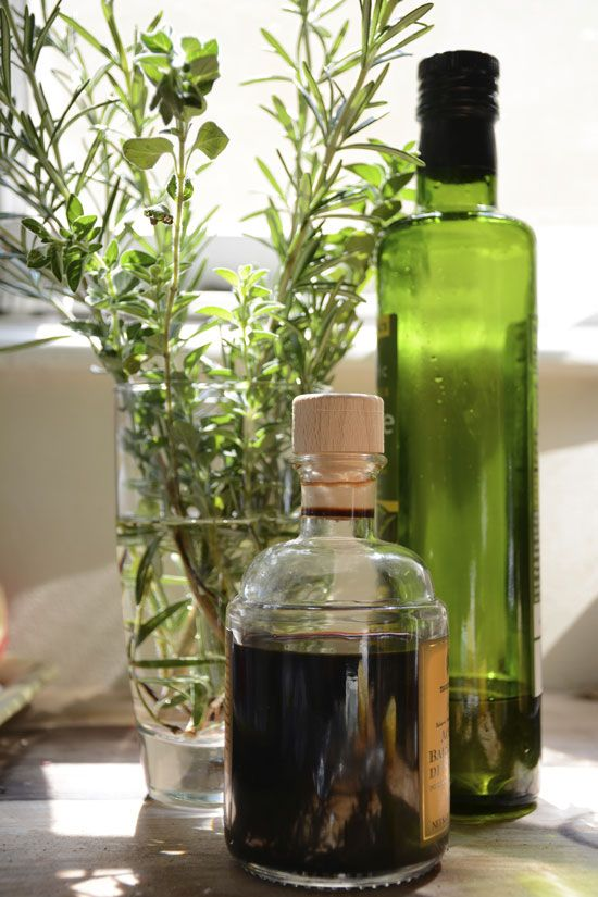 """Medicinal vinegars are perfect for children and those intolerant to alcohol. Fend off illnesses with antiviral, immune-boosting """"Four Thieves"""" Vinegar."""