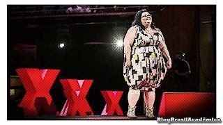 """Chega do medo da gordura  Em uma sociedade obcecada pela imagem do corpo e marcada pelo medo da gordura Kelli Jean Drinkwater se dedica a uma poítica corporal radical através da arte. Ela confronta a percepção do público sobre corpos grandes e os coloca em lugares que já lhes foram negados: desde passarelas de moda até o Festival de Sydney.  Ela também nos incita a prestar atenção e reavaliar nossos preconceitos. """"Corpos gordos livres de vergonha podem surpreender as pessoas"""" ela diz. Estou…"""