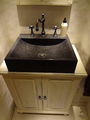 Täyspuinen lavuaarikaappi #bathroom