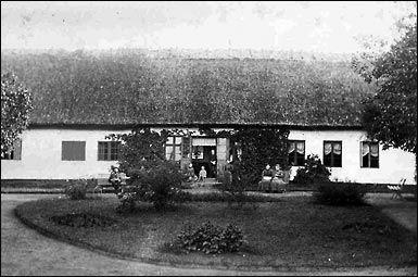 Bogø gamle præstegård - før 1922. Bogø Tidende, 7. juli 2010.