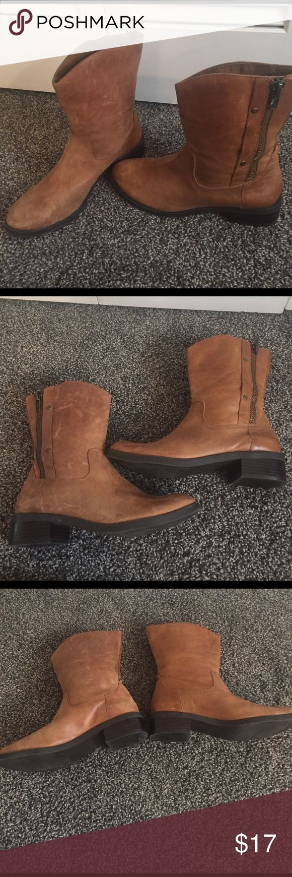 Jessica Simpson Boots Jessica Simpson Boots. Used condition. Side zipper does not unzip-for looks only Jessica Simpson Shoes Ankle Boots & Booties