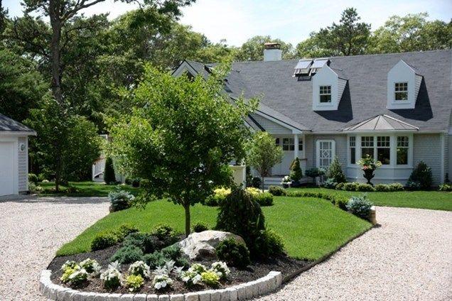Gravel driveway elaine m johnson landscape design for Circular driveway landscaping pictures