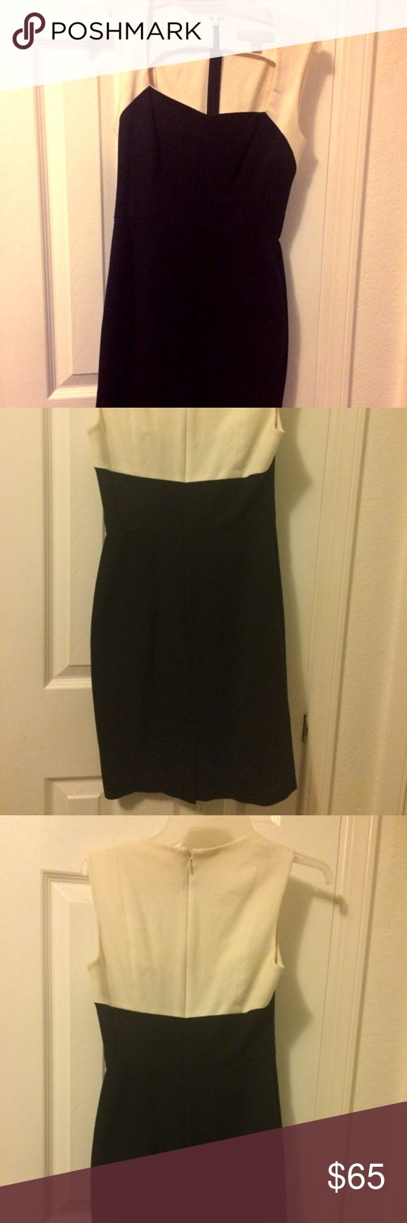 Banana Republic dress, Size: 0P Classy black and cream dress, hugs curves. No stains or tears. The size is a Petite 0. Banana Republic Dresses Midi