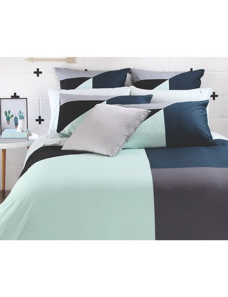 The Billie duvet cover set is a stylish design to add charm and character to your child's bedroom, featuring bold shapes in modern tones of indigo, mint and grey. A timeless design, that your child will love for years.