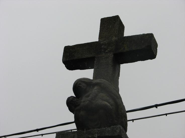 Virgen tallada en la cruz junto al puente de la calle piornala. Ven a Vergaua y descubre la vera www.veraguaocio.com TurismoExtremadura Alojamiento rural Caceres Extremadura España