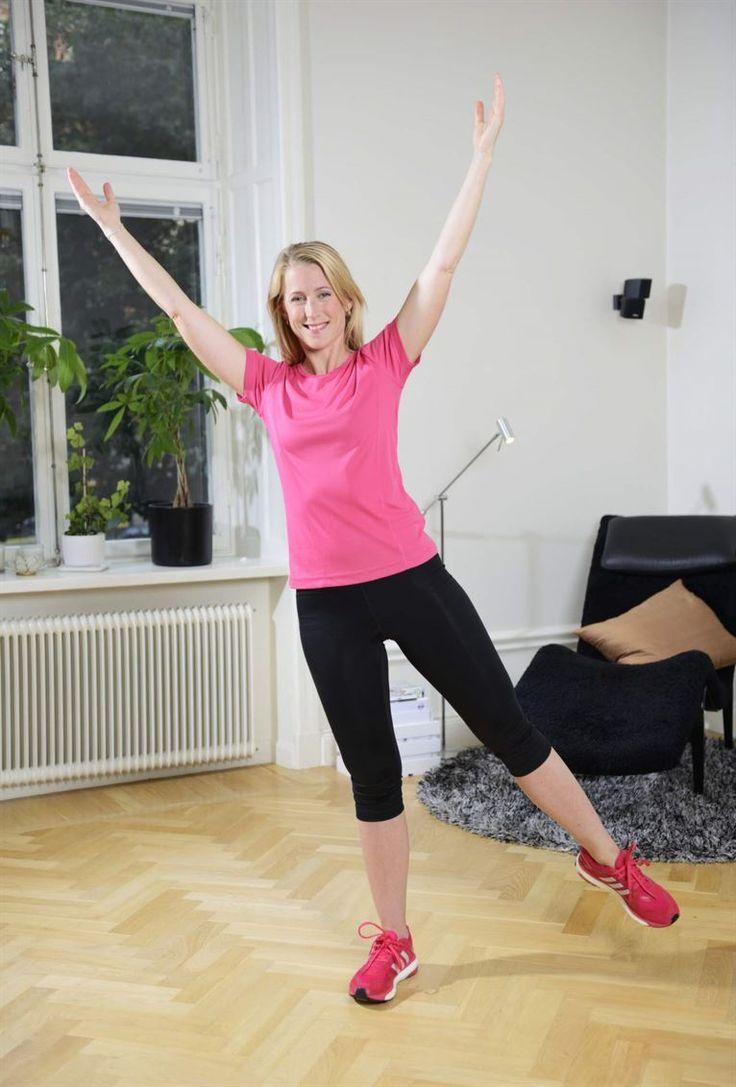 10. Stjärnan<br>Sträck upp armarna mot taket. Stå på höger ben med lätt böjt ben. Luta åt sidan och lyft vänster ben. Behåll en lång rak kropp med överkroppen riktad framåt. Försök att hålla balansen i 30-60 sekunder. Upprepa på andra benet. 3 gånger på varje ben. Vill du ha en större utmaning, så gör rörelserna större.