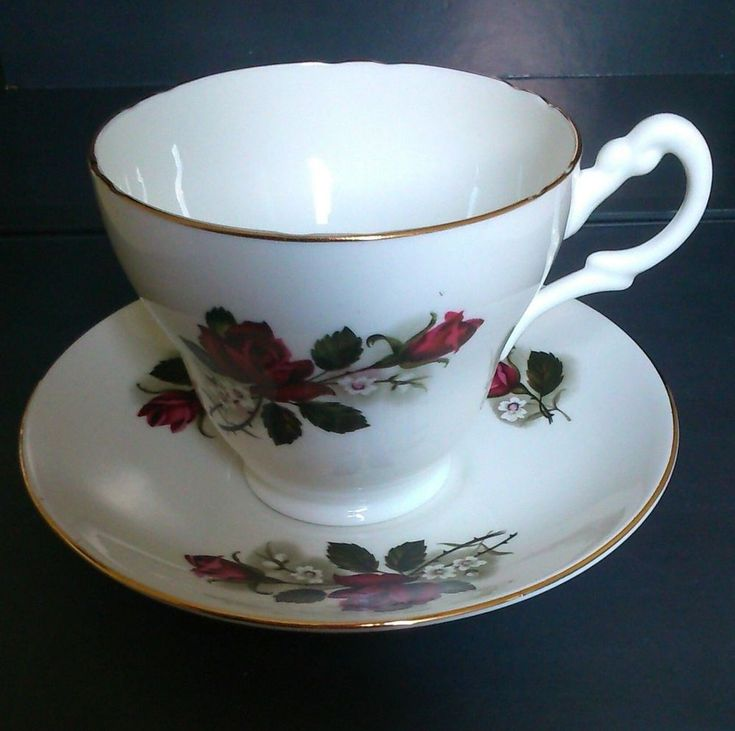 PALL MALL LOVELY VINTAGE BONE-CHINA RED-ROSE LARGE 300ml CUP & SAUCER SET