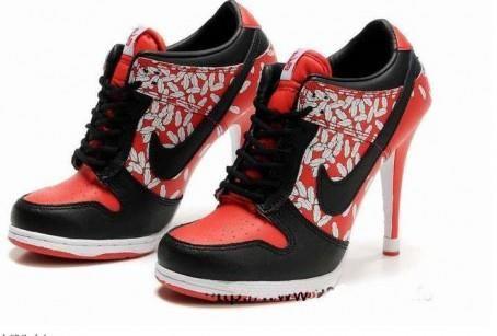 Спортивные обувь на каблуке