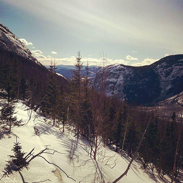 Une superbe vue du parc national des Grands-Jardins : @gnolin #MonCharlevoix #Charlevoix #parcnational #grandsjardins #national park #sepaq #quebec #canada #mountains #forest #sky #landscape #nature #travel #winter #snow #parcnationaldesgrandsjardins #quebecoriginal #explorecanada by charlevoixatr
