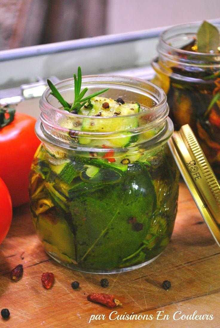 Courgettes ou aubergines marinées à l'huile d'olive et aromates. Antipasti. Conserves.
