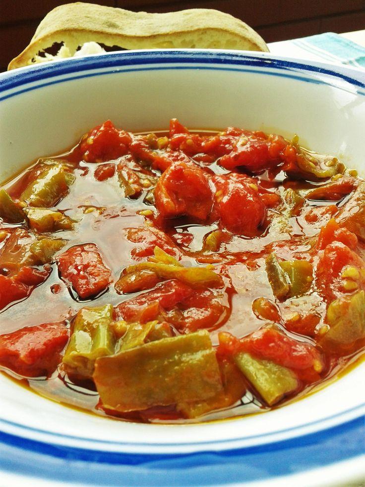 In estate è facile trovare al mercato i peperoni verdi lunghi di cui ci sono…