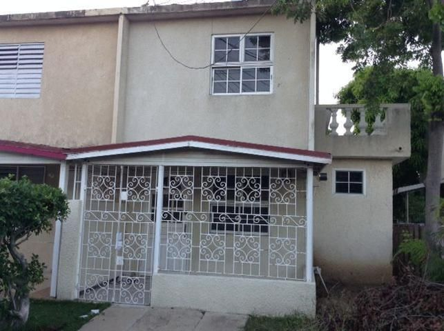 3 Bedroom 3 1 2 Bathroom Townhouse Located In One Of Portmore S Desirable Neighbourhood Is Attractively Priced To Sell Biznizout Com Townhouse Sale House Cheap Houses
