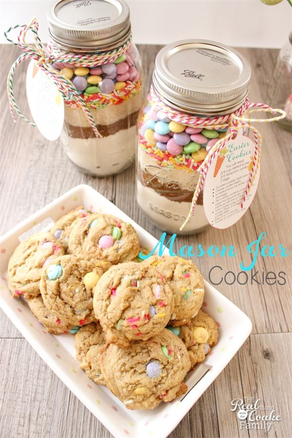 Now I realize that Easter cookies are not nearly as popular as Christmas cookies(or may not even be a thing), but since I have a thing for M&M's, like to find cute ways to use them, and I love how they look in Mason jars, I decided to try another Mason jar cookie recipe.You may remember…