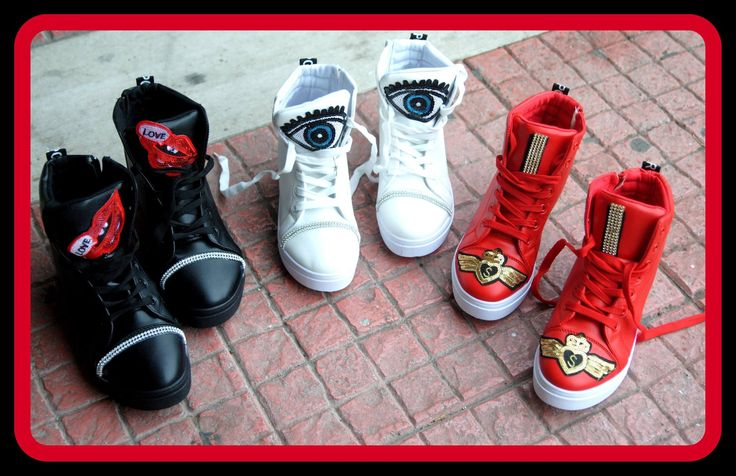 Xειροποιητα sneakers στολισμενα μοτιφ απο παγιετα διαθεσιμα χρωματα μαυρο,λευκο και κοκκινο διαθεσιμα νουμερα 36-41 τιμη 45ε το ζευγαρι #fashionista #storiesforqueens #handmadecollection #handmade #fashion #μοδα #lovemyboots