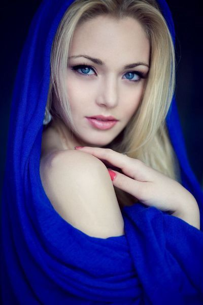 BlueBeautiful Woman, Blondes Hair Blue Eye, Blue Shawl, Beautiful Portraits, Cobalt Blue, Beautiful Women, Beautiful People, Beautiful Face, Beautiful Girls