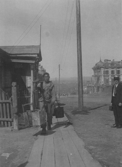 Chinese water carrier on Fontannaya Street, Vladivostok, September 1st, 1919. Photo by Merrill Haskell.