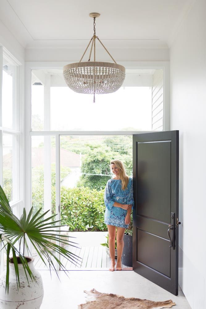 The Plantation Style Home of Alanna Smit Photography: Simon Whitbread Words: Bly Carpenter At a time when Australia's interpretation of plantation, Hamptons and coastal style interiors has become (dare we say it?) rather predictable and twee, it's refreshing to step into the understated elegance of Alanna Smit's tropical hideaway on Sydney's …