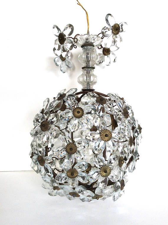 French chandelier. Maison Bagues chandelier. French crystal