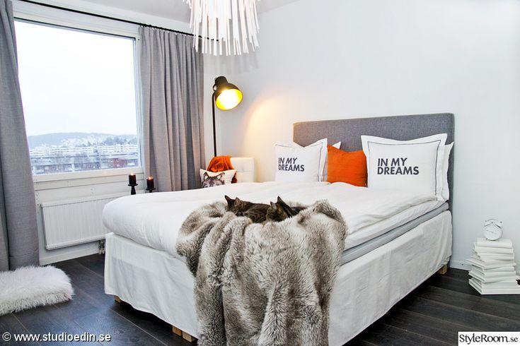 orange,pläd,sovrum,kuddar,lampa