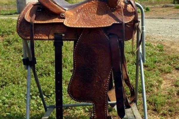 Well made, sturdy, real leather Western saddle for sale!  Great for pleasure and trail riding.%0A %0A Has leathers but needs stirrups and cinch.