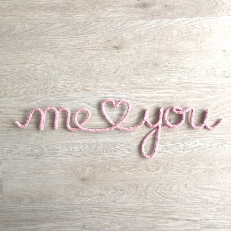 """""""Me and You"""" en fil de fer et tricotin."""