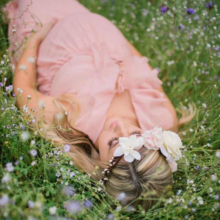 Maternity pictures in flower fields
