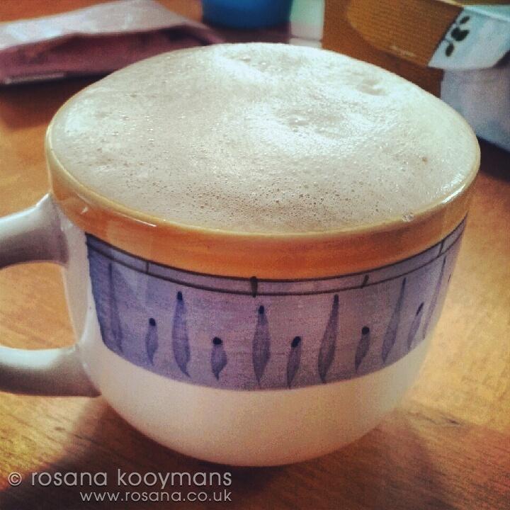 Senseo cappuccino #coffee #mug #cup #goodmorning #morning #cappuccino #drink #drinken #wienermelange #koffie #goedemorgen #kopje #mok #senseo #foam #schuim #milk #melk #ochtend