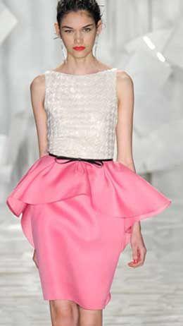 Выкройка юбки с баской. Изящество и некую воздушность платью придает юбка с баской. Выкройка юбки с баской строится по тем же принципам...