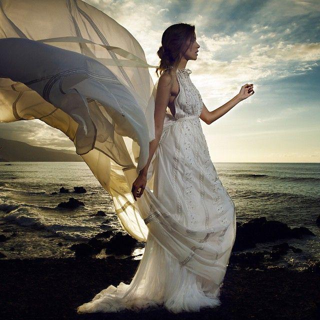 Precioso #vestidodenovia inspirado en los paracaidas de la segunda guerra mundial by Marco & María #bodas #novias