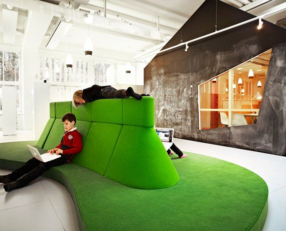 Organic sitting island for working with laptops / Photo: Kim Wendt