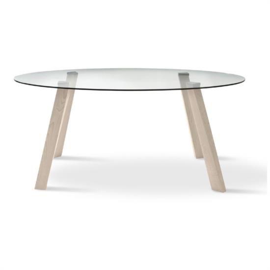 Tavolo ovale fisso con base in legno e piano in vetro.