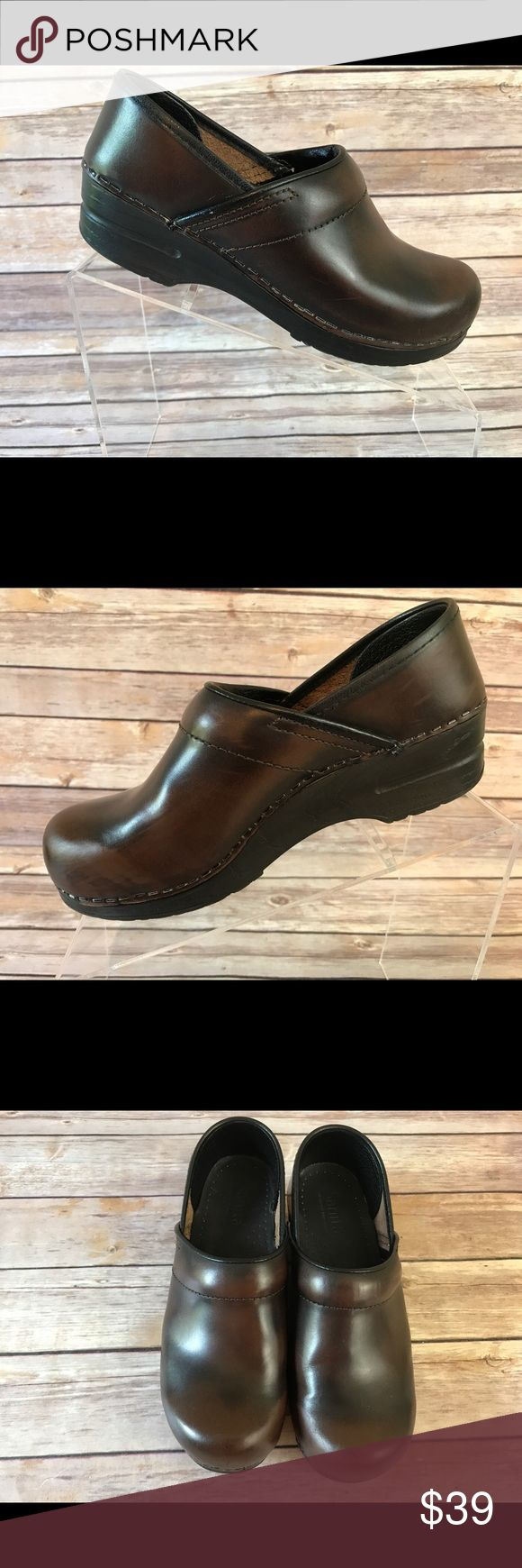 Sanita Womens Professional Leather Clog  EU 37 Sanita Womens Professional Leather Clog  Brown Cabrio.   EU 37 US size 6.5/7.  Condition: Good Pre-Owned Condition. See pics. Sanita Shoes Mules & Clogs