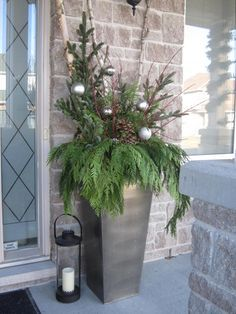 Front door planter - 2 large balls instead of many small