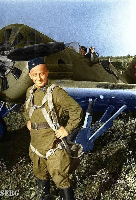 Soviet paratrooper: World War, Советских Солдат, Великая Отечественная, Patriotic War, Coloured War, War Ii, Soviet Pilot, Wwii En, Отечественная Война